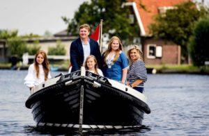 Het koninklijk gezin in Warmond. (mijn geboorteplaats)